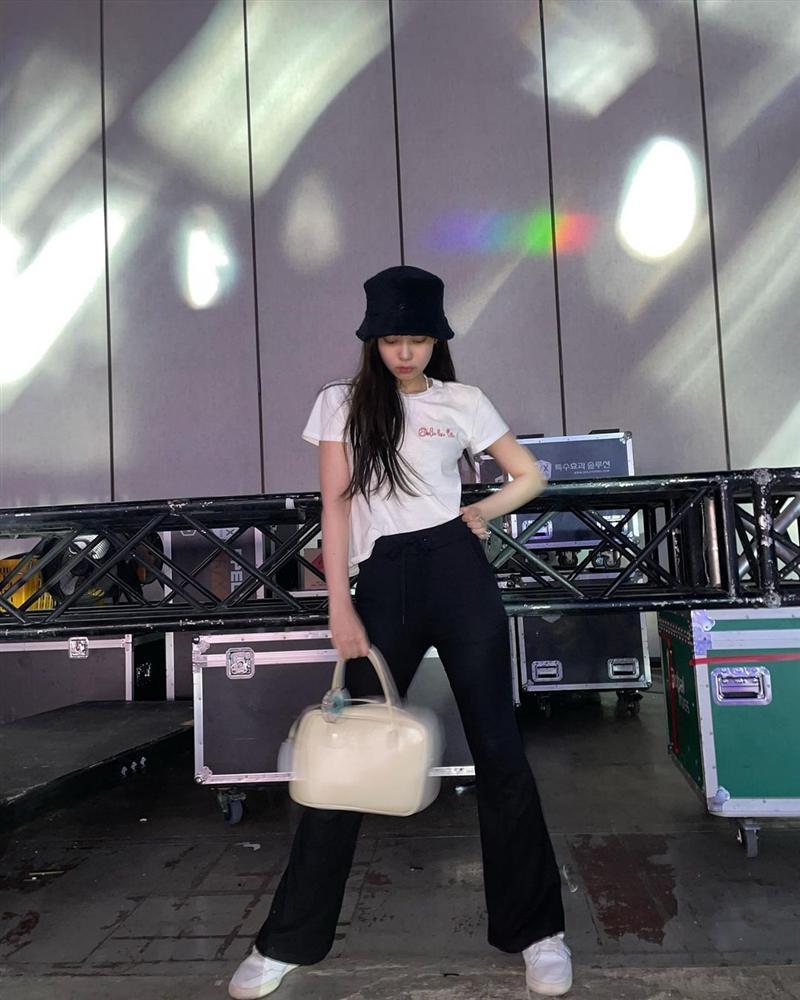 Style sao Hàn tuần qua: Park Min Young, BLACKPINK Lisa hack dáng đỉnh cao với quần suông-9