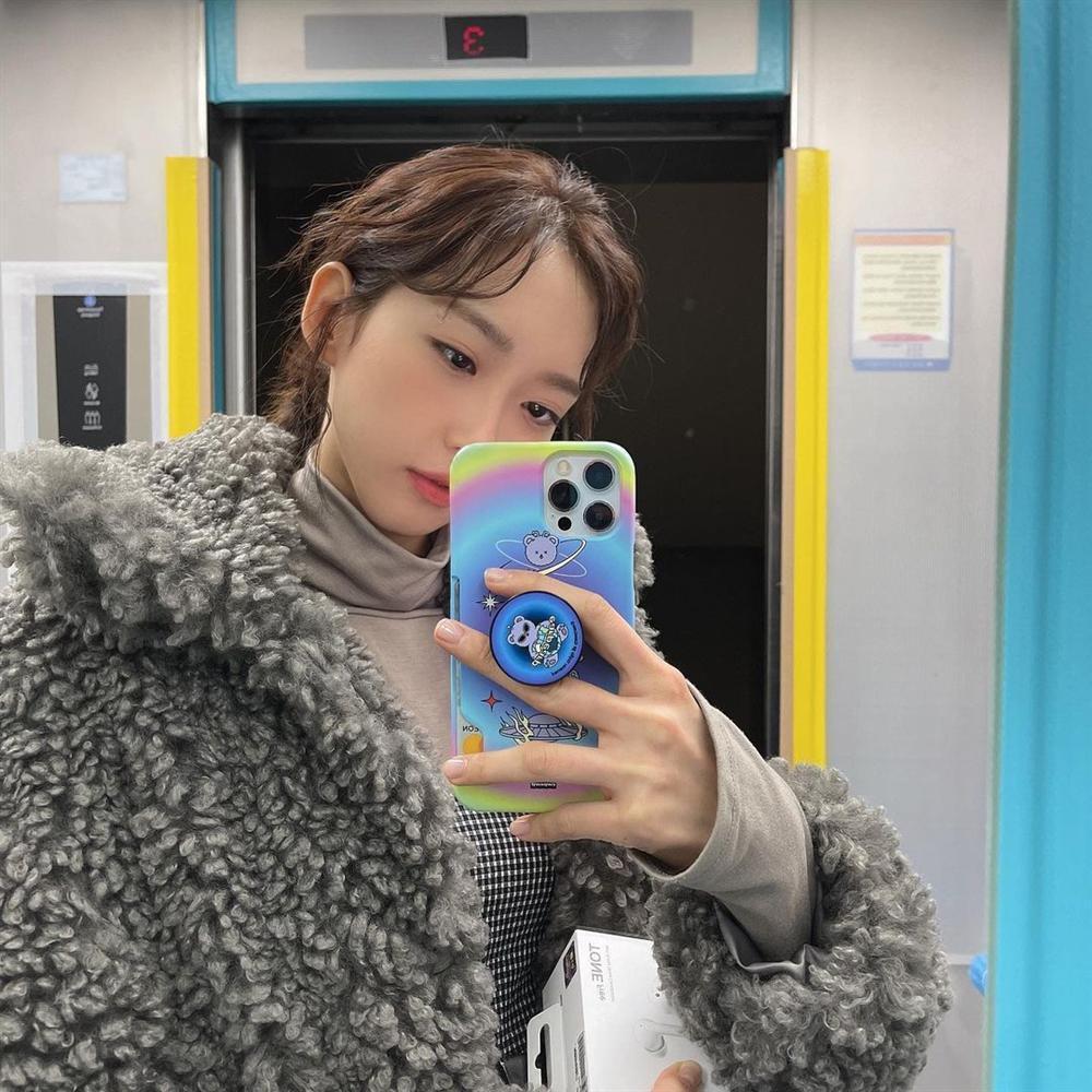 Style sao Hàn tuần qua: Park Min Young, BLACKPINK Lisa hack dáng đỉnh cao với quần suông-11
