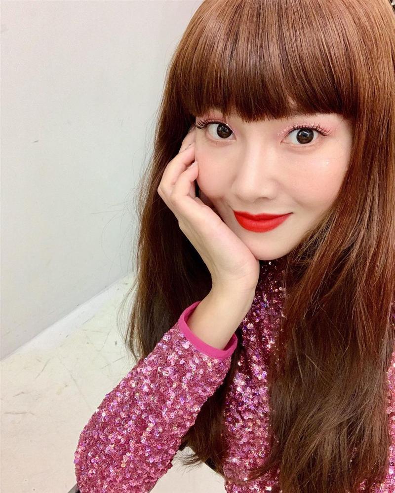 Style sao Hàn tuần qua: Park Min Young, BLACKPINK Lisa hack dáng đỉnh cao với quần suông-12