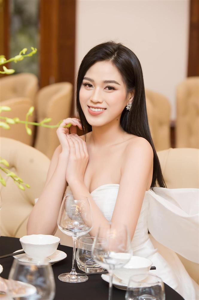 Đỗ Hà - Phạm Hương: 2 hoa hậu cằm chẻ hiếm hoi của showbiz Việt-5