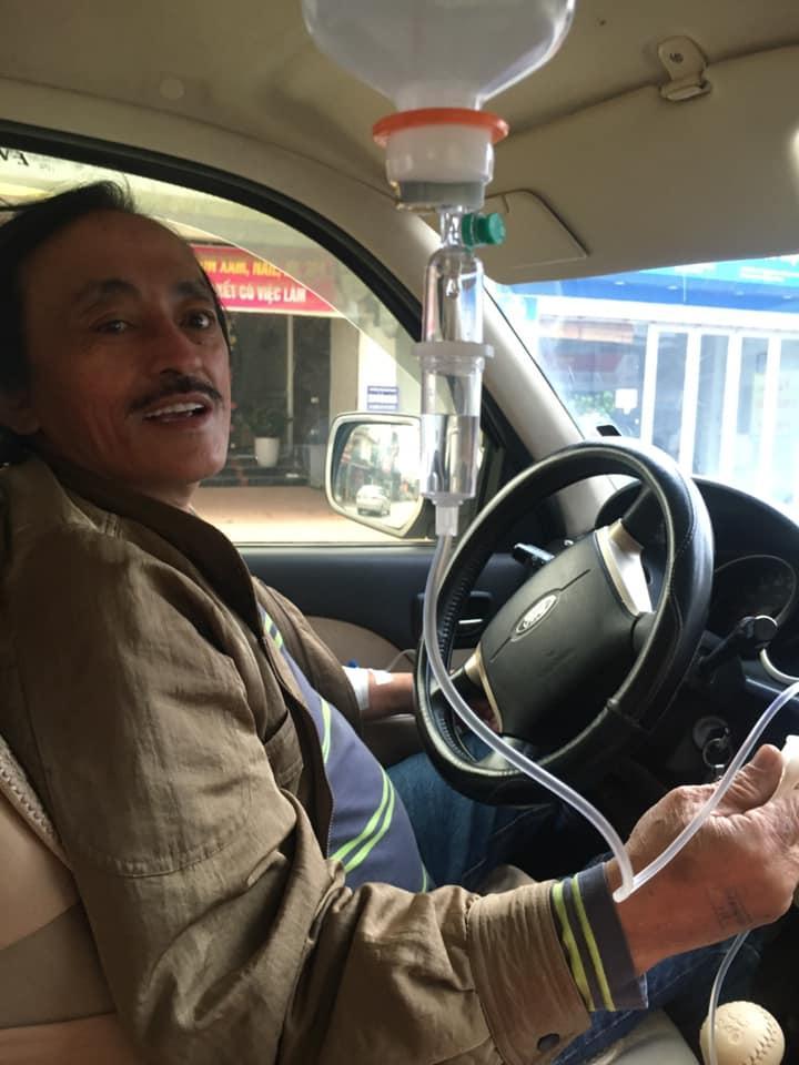 Nghệ sĩ Giang Còi gây hoang mang với clip vừa truyền nước vừa lái xe-1