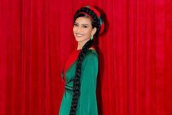 Muôn kiểu phụ kiện mix cùng áo dài Tết được sao Việt lăng xê nhiệt tình