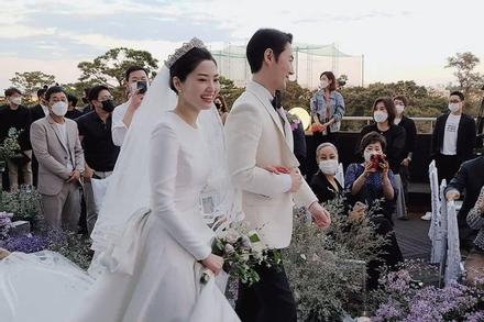 Bà xã Jun Jin (Shinhwa) được khen đẹp như minh tinh màn bạc