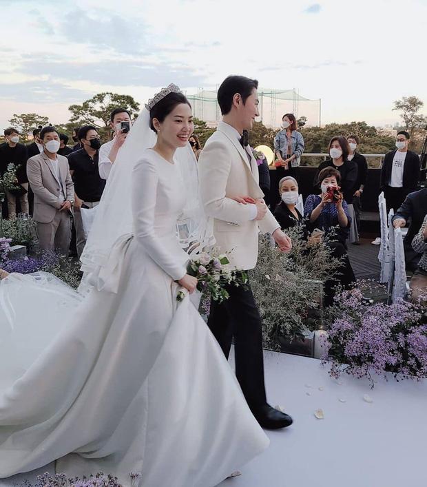 Bà xã Jun Jin (Shinhwa) được khen đẹp như minh tinh màn bạc-7