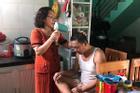 Bức hình người đàn ông U55 'làm nũng' để vợ gội đầu, sấy tóc đốn tim dân mạng