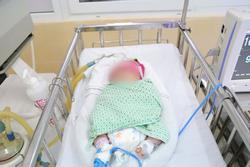 Bé sơ sinh bị bỏ rơi ngày giáp Tết trong tình trạng suy hô hấp