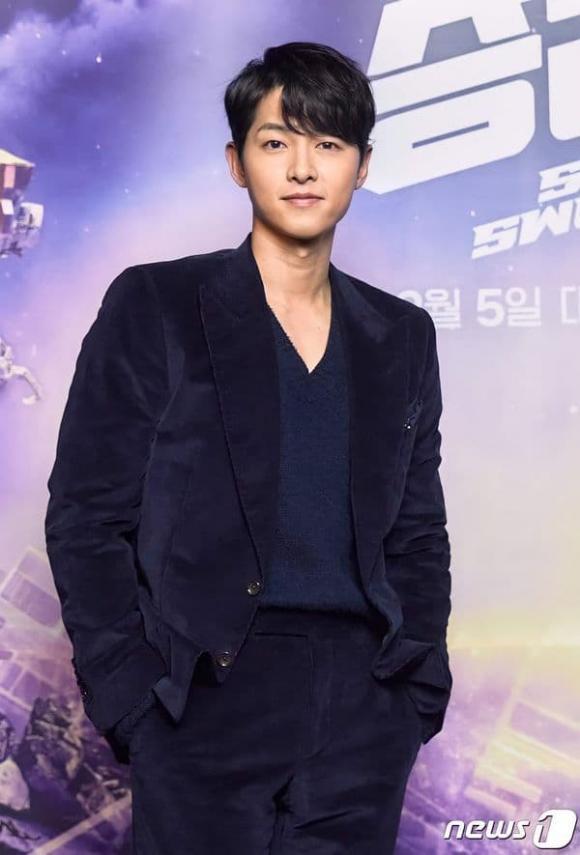 Hình ảnh đối lập của Song Joong Ki: Lúc phờ phạc, khi lại béo trắng có cả nọng cằm-1