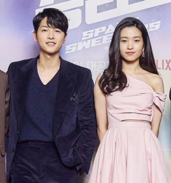 Hình ảnh đối lập của Song Joong Ki: Lúc phờ phạc, khi lại béo trắng có cả nọng cằm-3
