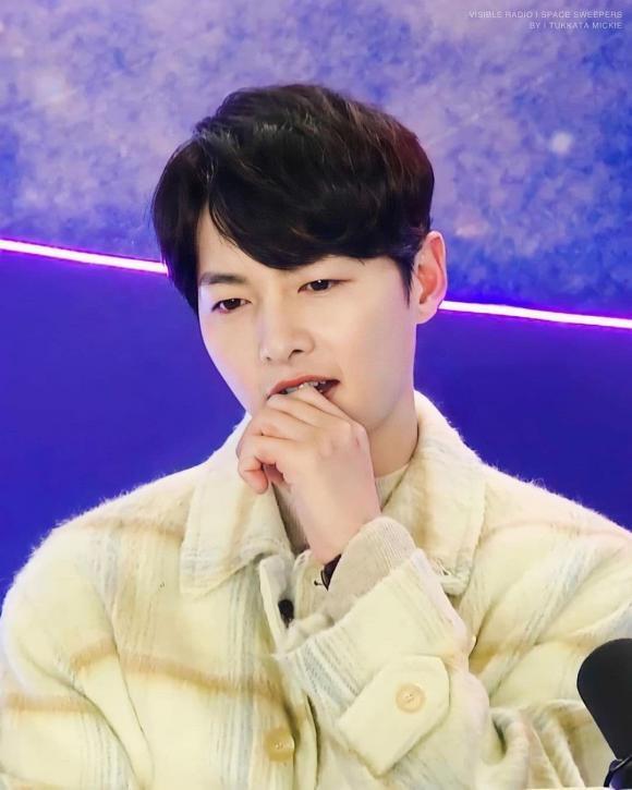 Hình ảnh đối lập của Song Joong Ki: Lúc phờ phạc, khi lại béo trắng có cả nọng cằm-4
