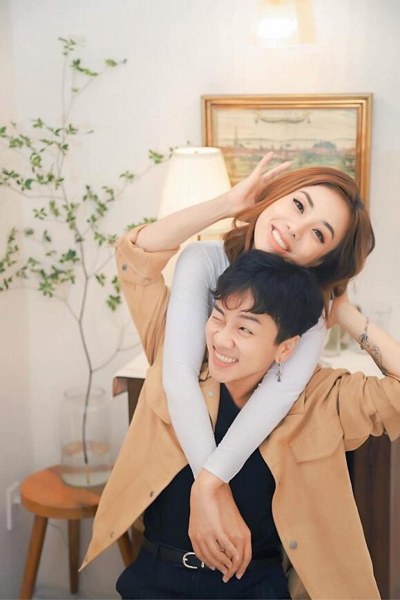 Đỏ mặt với loạt ảnh phòng the của Miko Lan Trinh và bạn trai chuyển giới-7