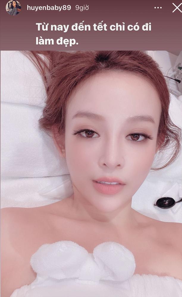 Tết các chị đẹp: Huyền Baby đi làm đẹp, Linh Rin ăn Tết ở Sài Gòn với Phillip Nguyễn?-1