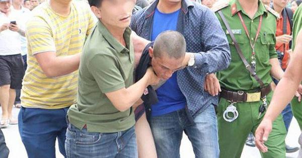 Quảng Ninh: Nghịch tử ngáo đá, vác rìu dài đòi chém mẹ, gây náo loạn khu phố-1