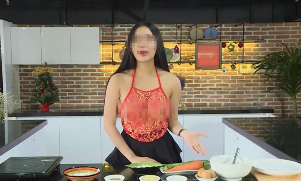 Thêm loạt ảnh thả rông vòng 1 gây sốc của cô giáo dạy nấu ăn trên Youtube-5