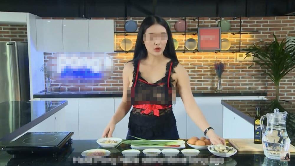 Thêm loạt ảnh thả rông vòng 1 gây sốc của cô giáo dạy nấu ăn trên Youtube-3