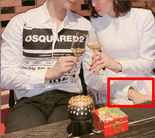 Lâm Bảo Châu bị nhắc nhở bàn tay hư khi ngồi cạnh Lệ Quyên-1