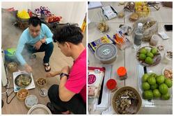 Cận cảnh bữa ăn vội sau hậu trường tập luyện vất vả của các Táo
