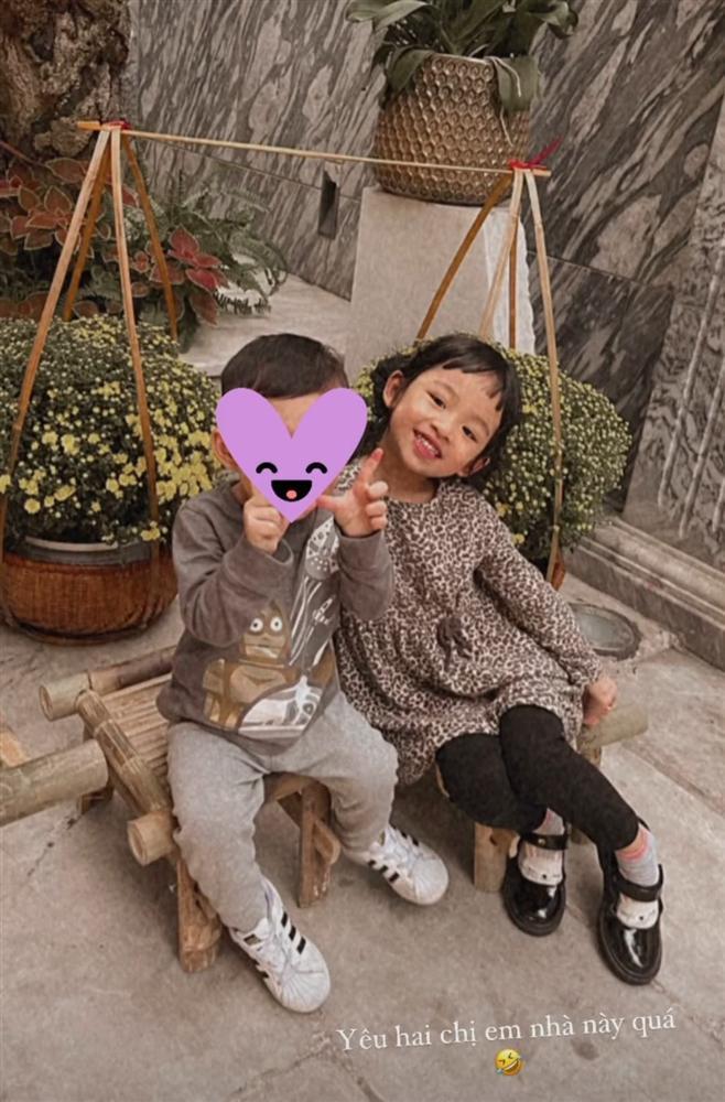 Quý tử hơn 1 tuổi nhà Á hậu Thanh Tú lớn ngang cô bé 5 tuổi-1
