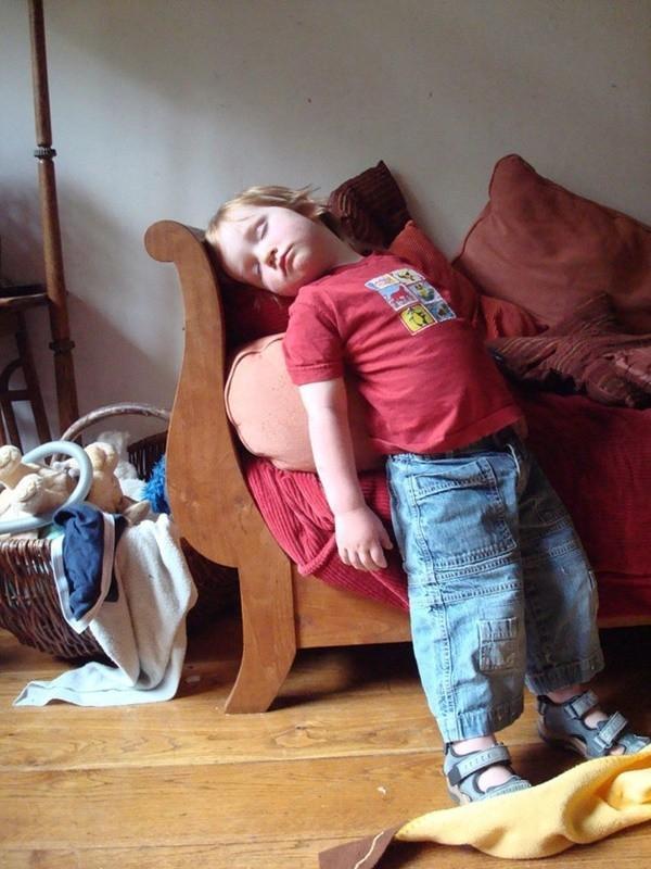 1001 kiểu ngủ đáng yêu của lũ trẻ khiến cha mẹ phải thốt lên: Chẳng bù cho lúc quậy phá-4