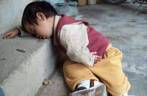 1001 kiểu ngủ đáng yêu của lũ trẻ khiến cha mẹ phải thốt lên: Chẳng bù cho lúc quậy phá-6
