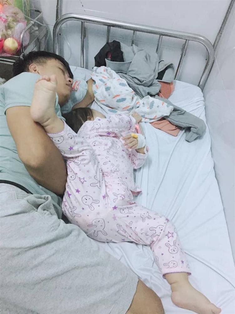1001 kiểu ngủ đáng yêu của lũ trẻ khiến cha mẹ phải thốt lên: Chẳng bù cho lúc quậy phá-8