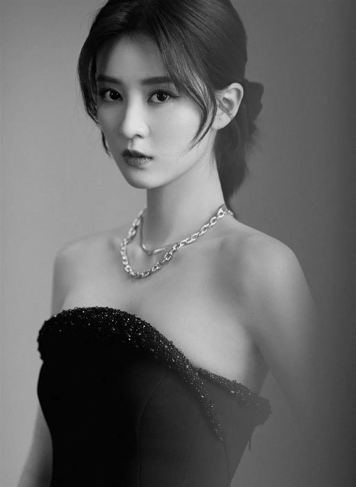 6 sao nữ Trung Quốc có vẻ ngoài xinh đẹp mà biểu cảm lên phim xấu tệ-7