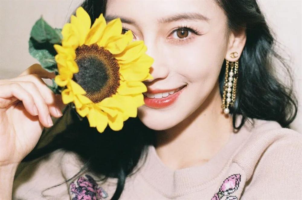 6 sao nữ Trung Quốc có vẻ ngoài xinh đẹp mà biểu cảm lên phim xấu tệ-12