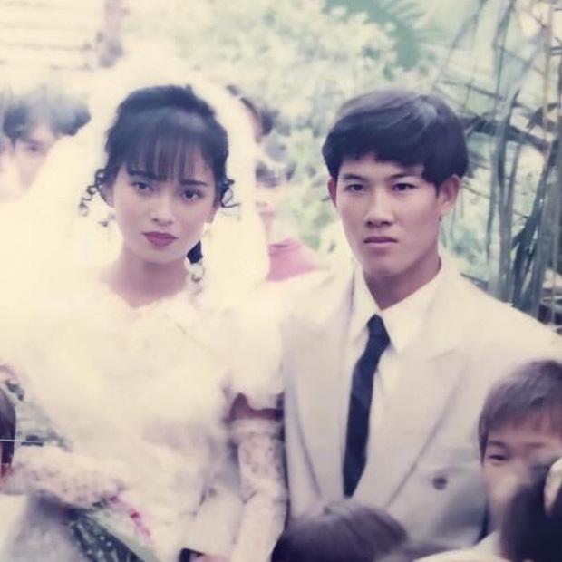 Ảnh cưới xuất sắc của bố mẹ ngày xưa, bảo sao con gái lại được cả báo Trung khen xinh!-1