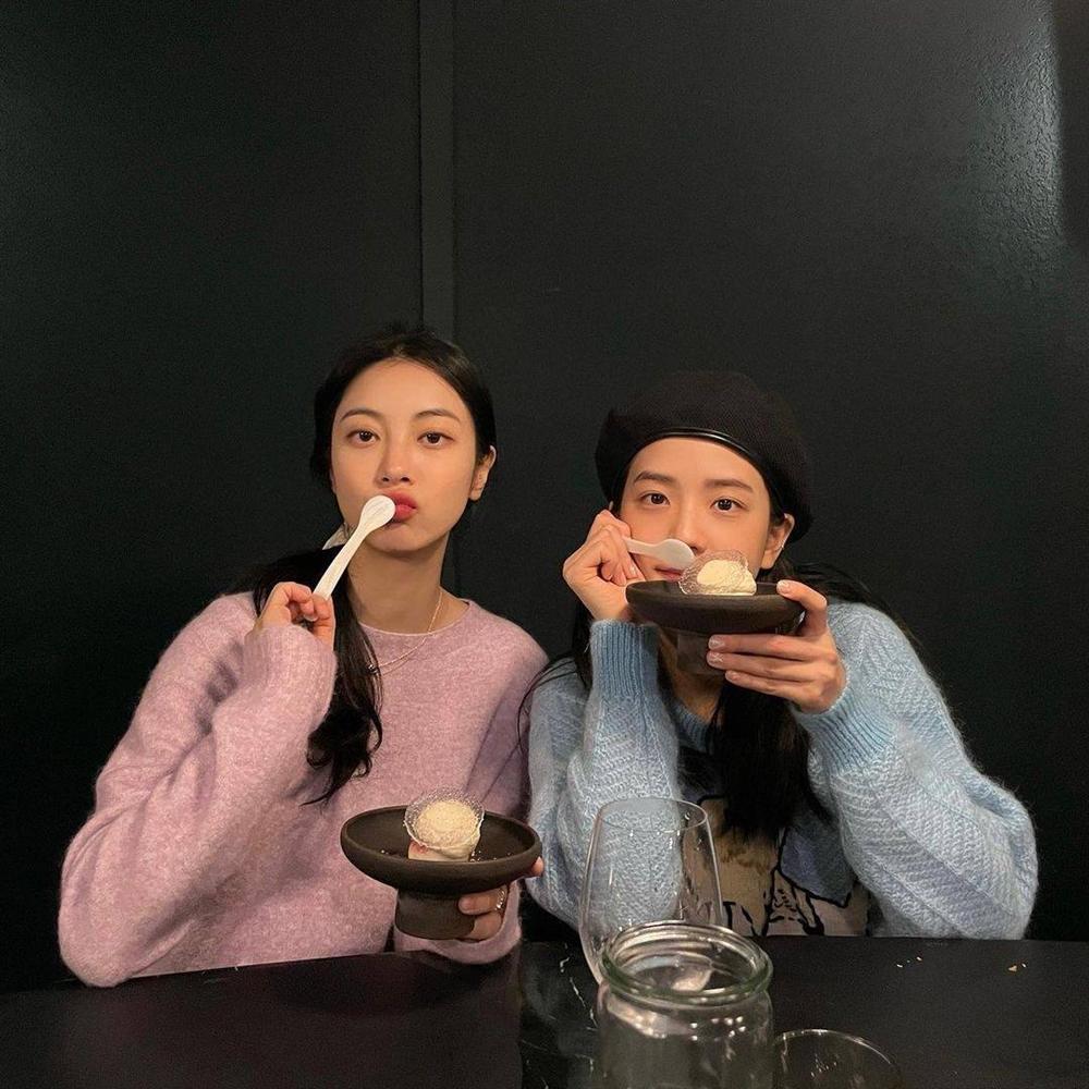 Style sao Hàn tuần qua: Son Ye Jin nữ tính bất ngờ, Lee Da Hee khoe dáng đẳng cấp-7