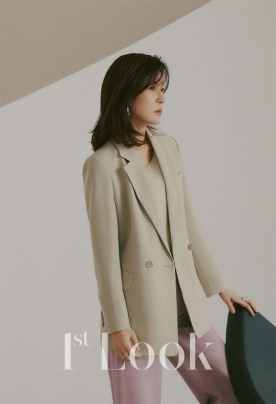 Style sao Hàn tuần qua: Son Ye Jin nữ tính bất ngờ, Lee Da Hee khoe dáng đẳng cấp-8