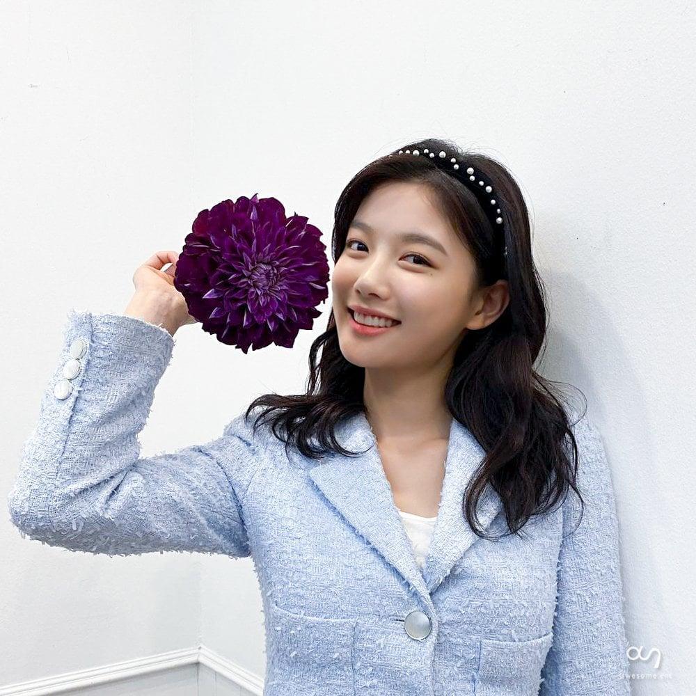 Style sao Hàn tuần qua: Son Ye Jin nữ tính bất ngờ, Lee Da Hee khoe dáng đẳng cấp-9