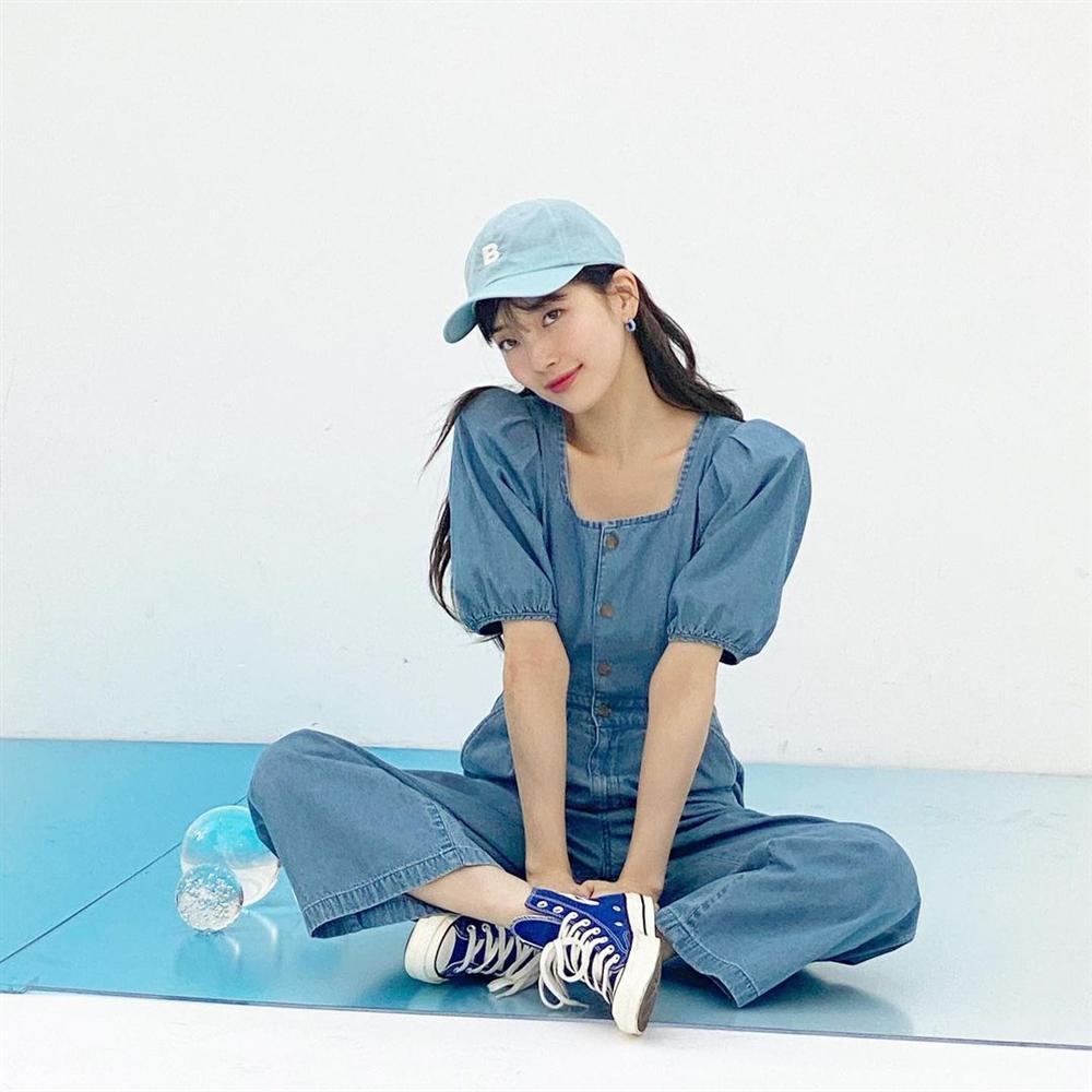 Style sao Hàn tuần qua: Son Ye Jin nữ tính bất ngờ, Lee Da Hee khoe dáng đẳng cấp-4