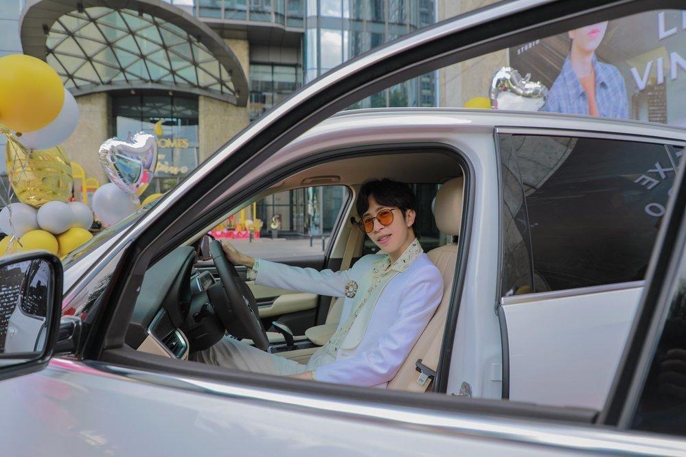 Sao Việt vung tiền tỷ sắm siêu xe trước thềm Tết Nguyên Đán-6