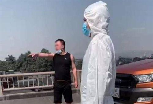 Quảng Ninh: Bị yêu cầu quay đầu, tài xế tự tháo hàng rào cách ly, tấn công CSGT-1