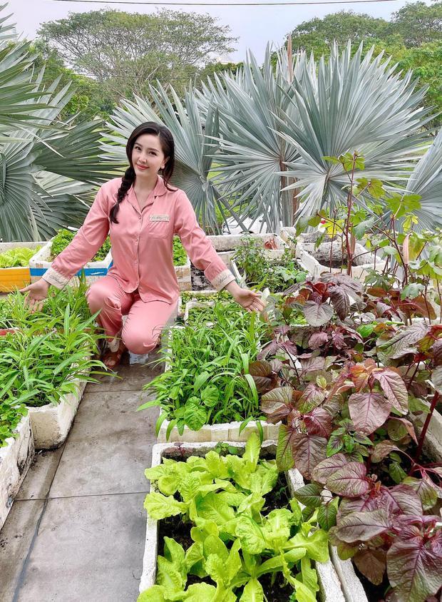 Bảo Thy trồng rau cũng phải diện dép lê gần 16 triệu - 2sao