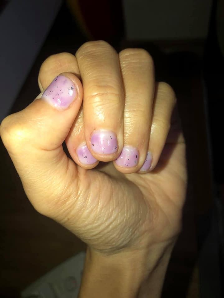 Cô gái làm nail 360 nghìn và nhận về bộ móng như trẻ con tự tô-7