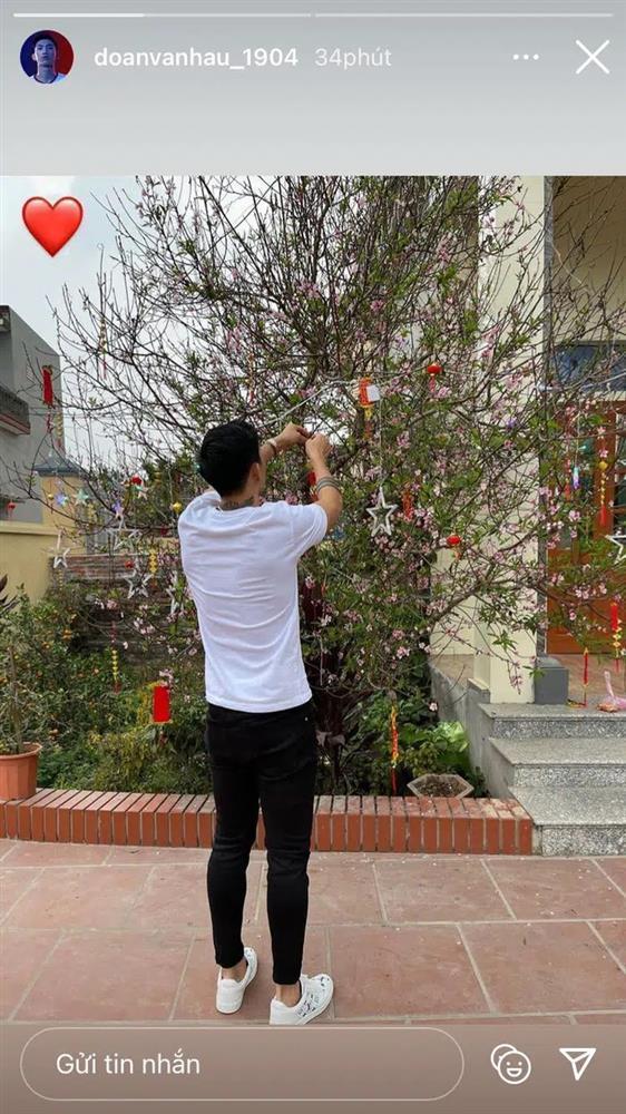 KOLs chuẩn bị Tết: Hoàng Linh dọn nhà vệ sinh, Quang Hải chỉnh ảnh sống ảo-3