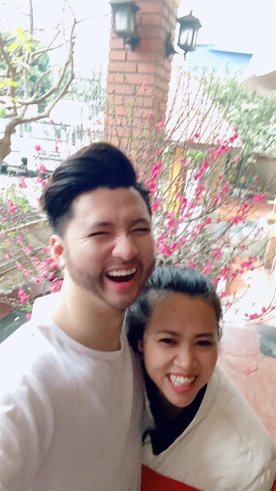 KOLs chuẩn bị Tết: Hoàng Linh dọn nhà vệ sinh, Quang Hải chỉnh ảnh sống ảo-10