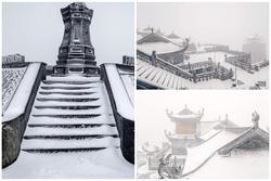 Tuyết phủ trắng xóa đỉnh Fansipan, du khách tưởng 'lạc' vào phim ảnh