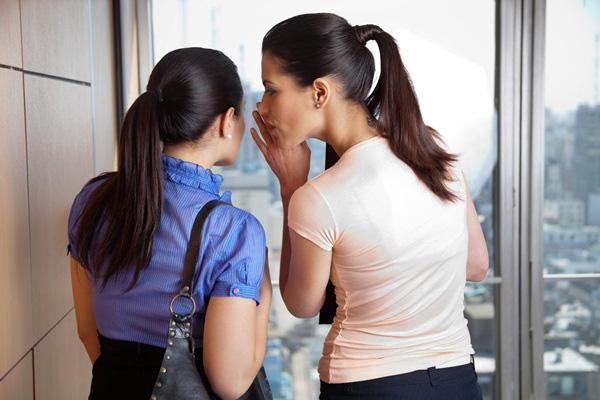 Những hành động khiến phụ nữ có mặc đồ hiệu cũng khó lòng sang được-1