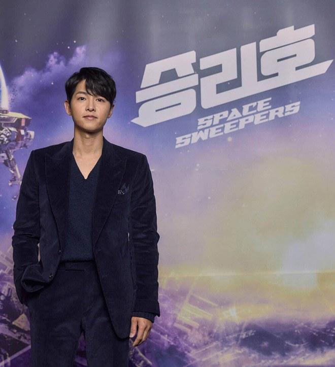 Song Joong Ki thể hiện đẳng cấp tại Rồng Xanh, gương mặt buồn buồn gây chú ý-4