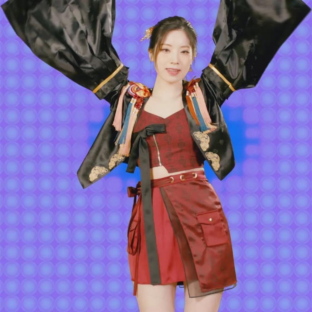 JYP xin lỗi vì để Dahyun TWICE mặc đồ đạo nhái outfit dành riêng cho Jisoo BLACKPINK-2
