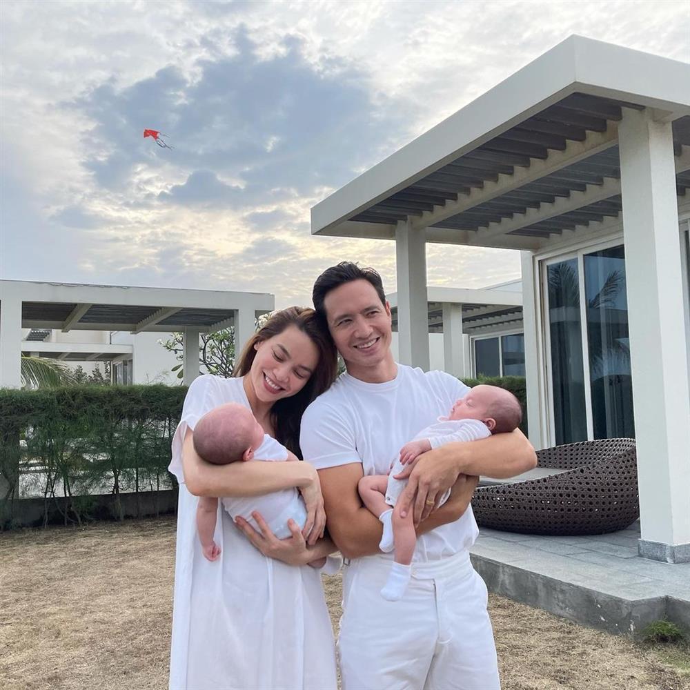 Ảnh tình bể bình từ nhà ra phố của Kim Lý - Hà Hồ sau khi có con-1