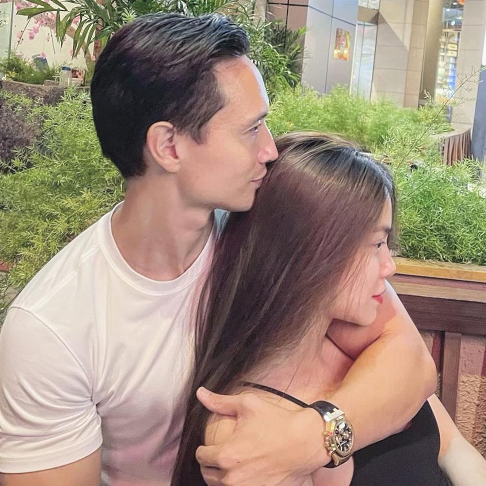 Ảnh tình bể bình từ nhà ra phố của Kim Lý - Hà Hồ sau khi có con-4