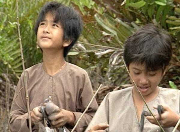 Sao Việt đóng phim cùng trâu: Kiều Trinh nơm nớp lo sợ, Hùng Thuận bị hất tung-4
