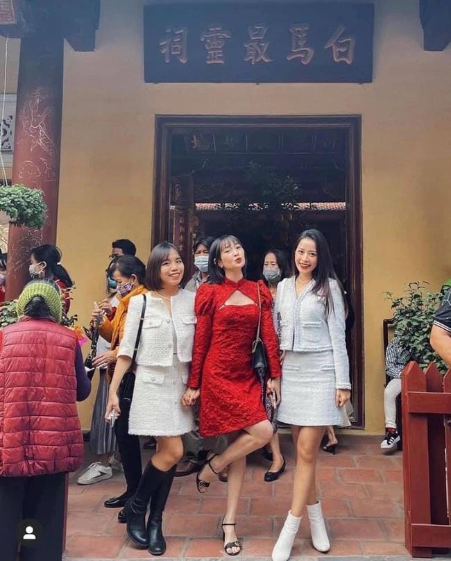 Chi Pu bị chỉ trích khi đi chùa đầu năm mới nhưng lại diện váy ngắn-1