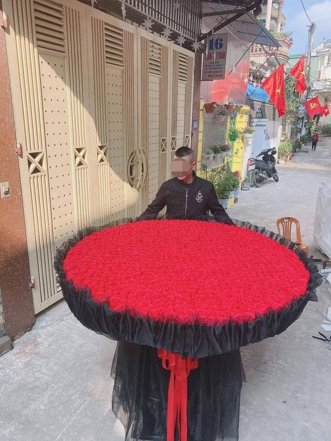 Choáng ngợp trước món quà Valentine bằng 999 bông hồng của chàng trai Nghệ An-2