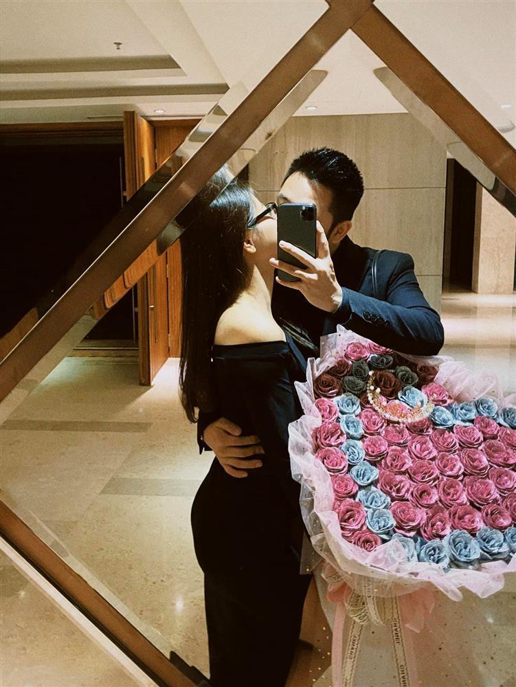 Nhật Lê khoe ảnh nóng bên bạn trai mới đúng ngày Valentine-2
