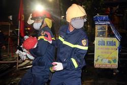 Giải cứu 6 người trong đám cháy rạng sáng mùng 4 Tết