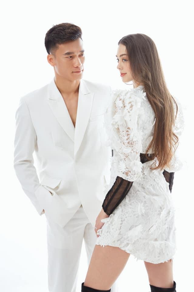 Ngày lễ tình nhân, thủ môn Bùi Tiến Dũng tung bộ ảnh chất lừ bên bạn gái người mẫu tây-1