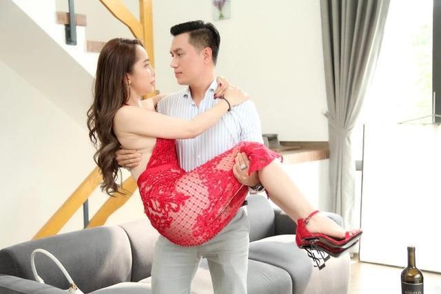 Việt Anh thừa nhận Quỳnh Nga đáp lại cảnh nóng rất nhiệt tình, cả sự nghiệp chỉ tìm được 1, 2 bạn diễn nữ như vậy!-4